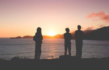 ludzie, zachód słońca, morze