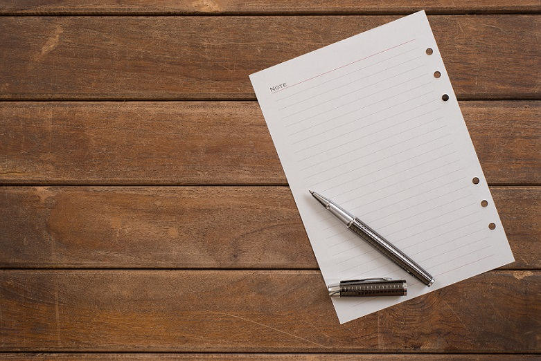 Papier i długopis
